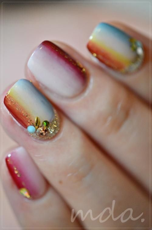 So cute and so pretty for natural days in the spring or fall! Love this nail decoration!