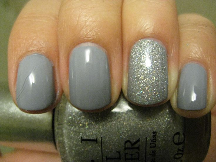 Essie Cocktail Bling...I'm obsessed! And I love the one glitter nail, this is what I had done for my last manicure.