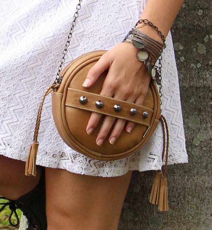 Bolsa redonda em couro natural
