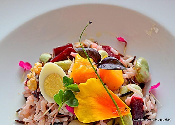 Salada de arroz selvagem com favas, beterraba, manga e manjericão