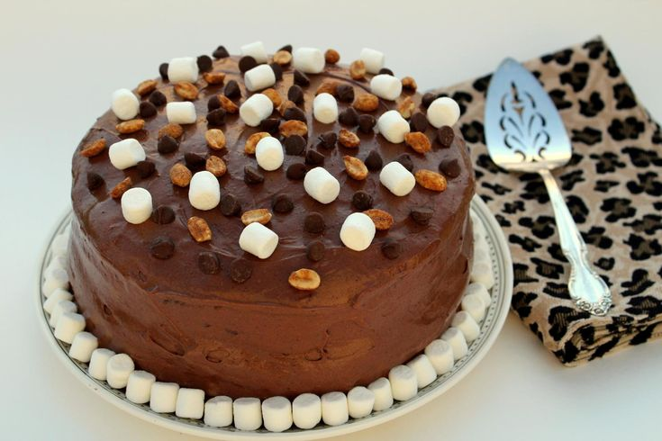 For the people who love rocky road dessert and peanut butter, I created this new cake recipe. Peanut butter and rocky road are all combined.
