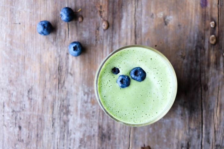 A gorgeous green goddess smoothie that is nourishing, wholesome and not too 'green'! It's totally delicious, trust me!