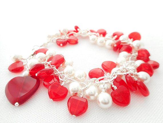 Bedelarmband rood hart hart sieraden witte door AmyLeskoDesigns