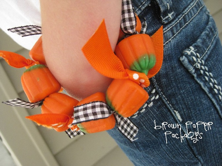 candy pumpkin braceletsParty Favors, Today Guest, Brown Paper Packages, Parties Favors, Fall Halloween, Pumpkin Bracelets, Simply Kierste, Candies Pumpkin, Brown Paper Packaging