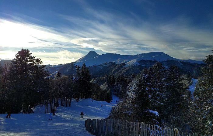 Week-end au ski pas cher dans le Massif Central à la station de ski du Lioran au coeur des monts du Cantal
