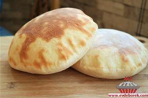 Pita Ekmeği Tarifi, Bu gün sizlerle yapımı zor gibi gözüken fakat kolayca yapılabilecek, içi hava dolu, mis gibi bir ekmek tarifi paylaşıyoruz. Evdeborek nefis ve leziz yemek tarifleri olarak sizlere şimdiden afiyet dileriz...