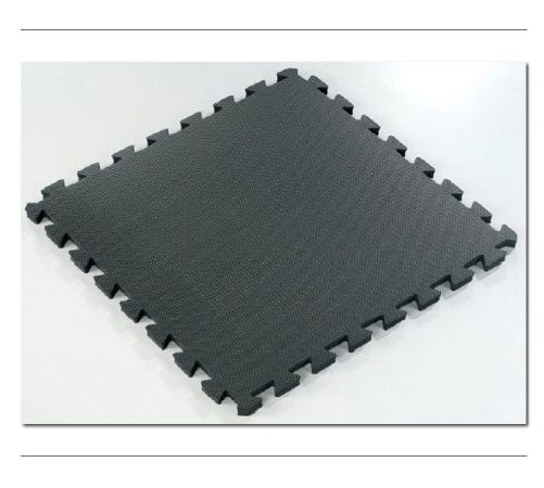 TENTFLAG.COM - FLOOR - Our trade show floor is made from a soft foam that cushions your feet. It also serves to distinguish your exhibiting atmosphere from the neighbors next door, which is useful if you do not want your image associated with their image.