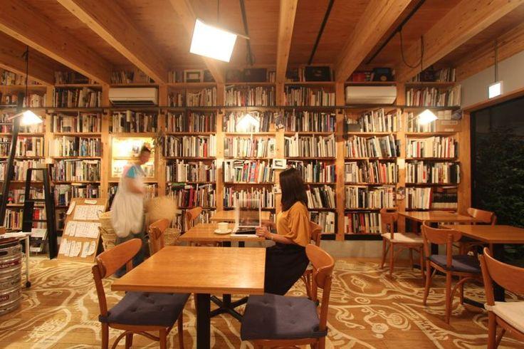5000冊の写真集と和定食の店「写真集食堂 めぐたま」。東京の夜遊びは読書で - T-SITE LIFESTYLE[T-SITE]