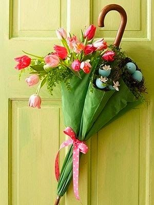 Mish Mash: Front door Spring decor...vintage umbrella floral arrangement