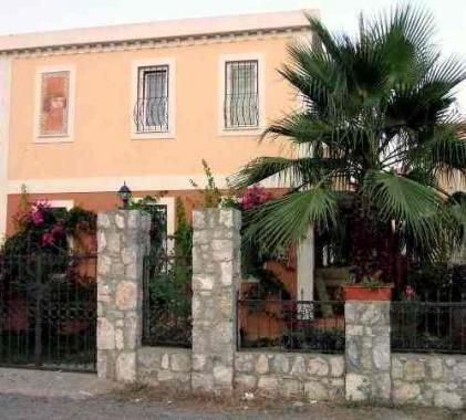 Artemis B - 3 bedroom villa with pool - very close to town. Available for Holiday rental.