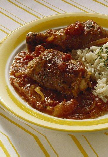 Poulet à l'africaine : recette macanaise - Recettes macanaises: recettes de macao, recettes portugaises - Temps de préparation : 5 minutes Temps de cuisson : 30 minutes Ingrédients (pour 6 personnes) - 6 cuisses de poulet - 200 g de cacahuètes - 3 tomates - 2 petits oignons...