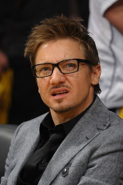 Jeremy Renner shows off his phenomenal physique as