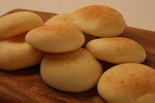 Pandebono Colombiano! Yummy Colombinan Cheese bread.