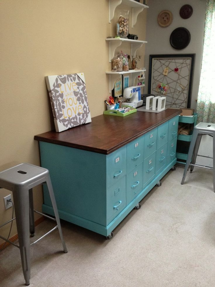 House Revivals: Super-Amazing Ways to Up-Cycle Filing Cabinets! Add a sturdy base with casters, and a pretty work surface to create a studio storage and work bench