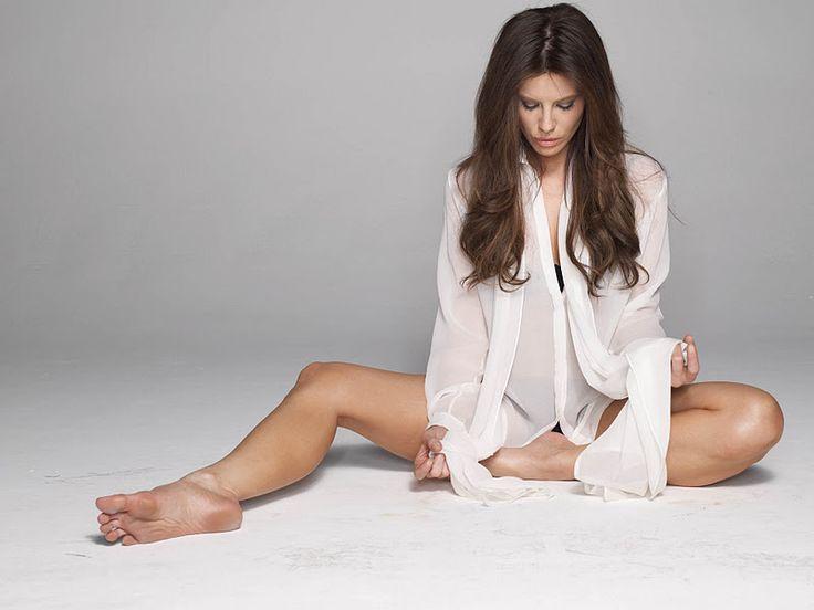Kate Beckinsale's Legs   Kate Beckinsale sexy photoshoot