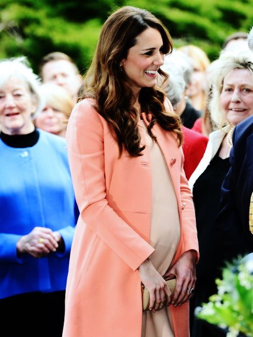 Kate/ how a pregnant woman should dress. Classy and beautiful