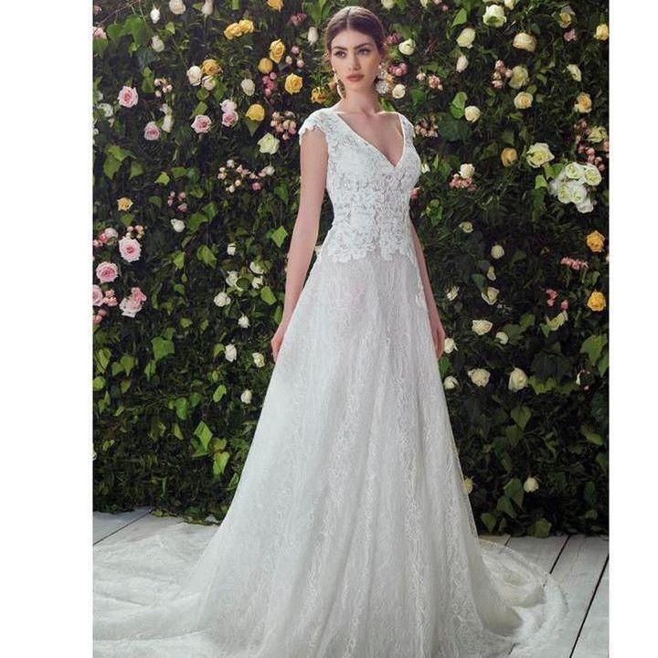 Per le spose più romantiche un abito da sogno dalla collezione Blumarine disponibile negli Atelier Passaro.