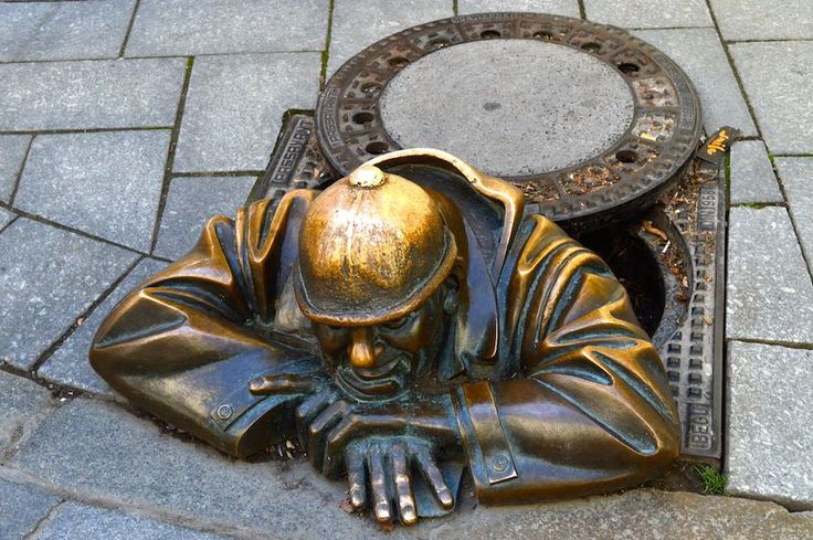 """Cumil, Bratislava's somewhat notorious sewer worker statue. In order not to have people getting hurt (or Cumil getting hurt), a warning sign was put in place saying """"watch out for creeps underfoot."""" #trivo"""