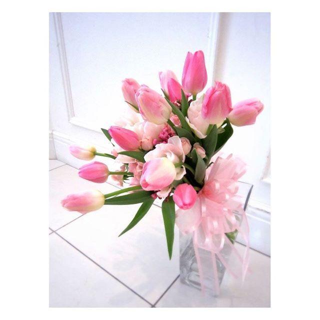 .  .  春のお花といえば「チューリップ」♡  チューリップを束ねた  おしゃれでかわいいブーケは  この時期結婚式をされる方にはぜひおススメ!  また、ピンクのチューリップには  「愛の芽生え」「誠実な愛」  という花言葉があるので、  結婚式にはぴったりのお花なんです♪ .  #flowerwalkpopo #富山県 #花嫁準備 #プレ花嫁 #結婚式準備 #結婚式 #ウェディング #テーマウェディング #オリジナルウェディング #キャナルサイドララシャンス #ララシャンス#花屋 #花 #ブーケ #チューリップ #かわいい #ピンク #ラブリー #クラッチ #ブライダル #wedding #weddingflowers #bride #bridal #bridalflowers #instflower #flowerstagram #flowerpic#lovely