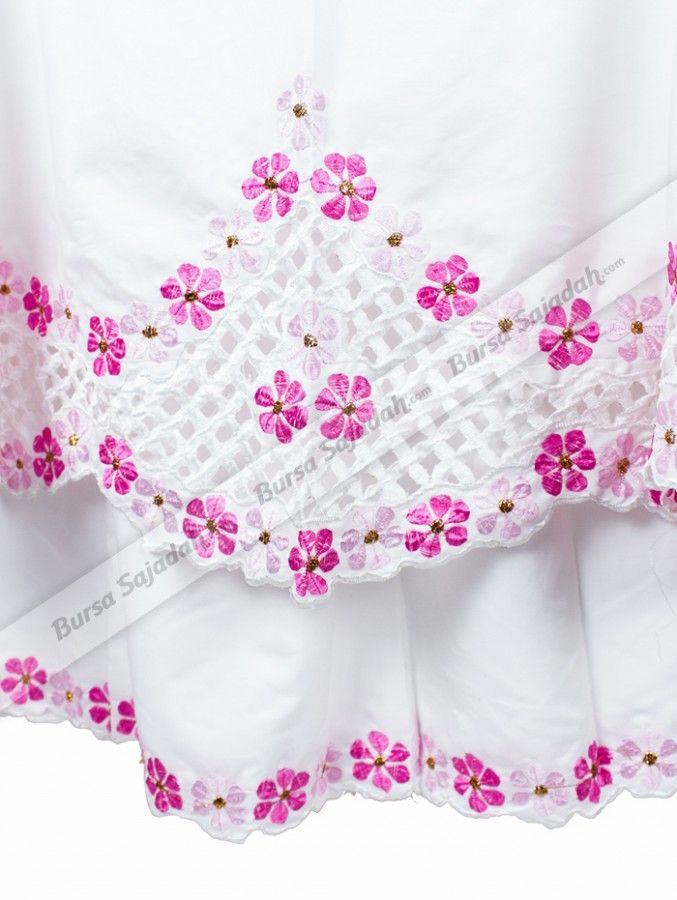Mukena Jasmine, mukena dengan corak bunga melati yang anggun dan memancarkan sisi feminin Anda. Perlengkapan shalat wanita berukuran all size ini dibuat dari bahan katun yang terasa dingin dan nyaman, sehingga membuatnya pas untuk dipakai shakat sehari-hari dan sangat layak dijadikan pemberian / oleh-oleh eksklusif!