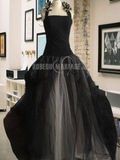 Bretelle au cou robe de mariée en tulle sans manches à traîne chapelle