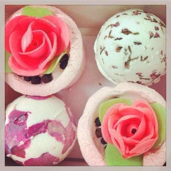 We love bomb cosmetics! Αγοράστε σήμερα 4 υπέροχα #bathmelts μόνο με 10€! Η έκπτωση γίνεται μετά την επιβεβαίωση της παραγγελίας και δεν συνδυάζεται με εξαργύρωση πόντων. #cherrybox #bombcosmetics #excited #cherryhappyday #blogger #beautyblogger