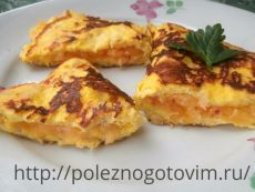 Творожно-овсяный омлет с сыром  – полезный и быстрый завтрак Омлет сыром содержит также творог и овсянку. Они не ощущаются на вкус, но делают омлет более сытным и необычным. Это рецепт быстрого и вкусного завтрака.