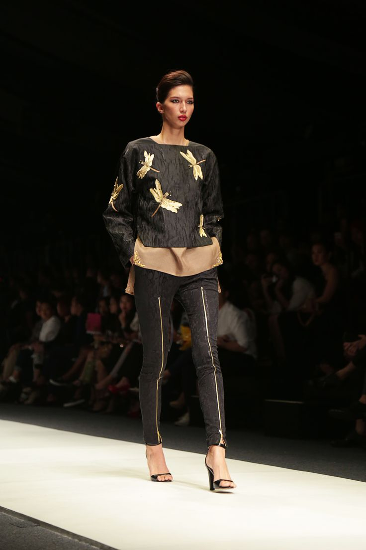 LIVE FROM THE RUNWAY : SEAN & SHEILA @JFW  LIVE FROM THE RUNWAY : SEAN & SHEILA @JFW  http://wp.me/p4KmZN-1E2  The new collection called 'Klimt' of Sean & Sheila
