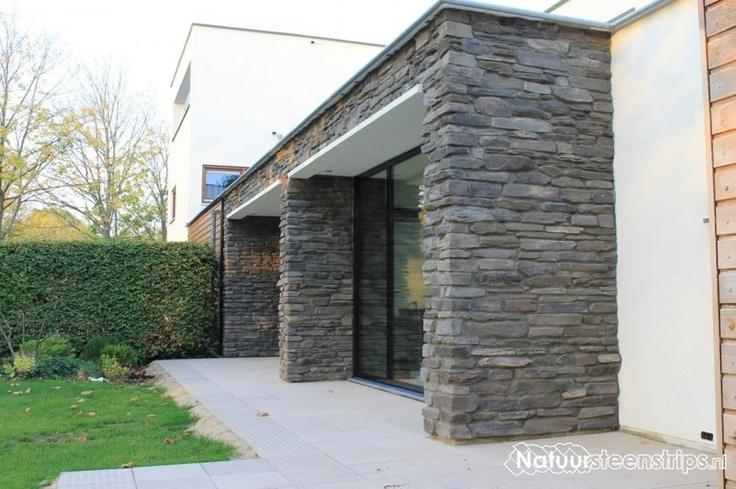 Geopietra Blumone P02 en Toce P19, voegkleur Arena- juist ook geschikt bij moderne architectuur.