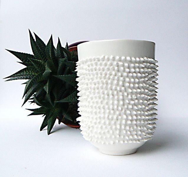 Stekelig beker - Wit Porselein mokken van KinaGorska