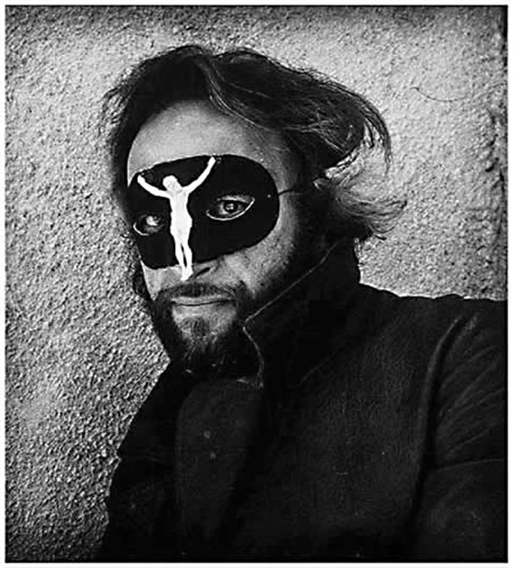 Joel Peter Witkin - Self Portrait / ジョエル=ピーター・ウィトキン(Joel-Peter Witkin, 1939年9月13日 - )はアメリカ合衆国の写真家。写実主義画家のジェローム・ウィトキン[1]は双子の兄弟にあたる。1961年から1964年のベトナム戦争期間中、戦場写真家として働いた。1967年、フリーランスの写真家となり、それからCity Walls Inc.の公式カメラマンとなった。
