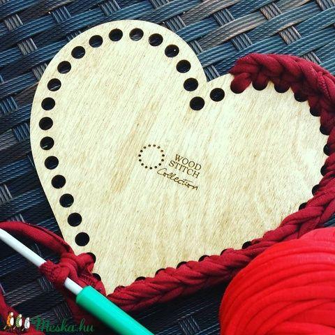 Szív 20 cm-es horgolható fa alap - Wood Stitch Collection, Fa, Rétegelt lemez, fa alap, Saját ötlet és fejlesztés alapján gyártott horgolható fa alap.    Festhető, lazúrozható, pá..., Alkotók boltja