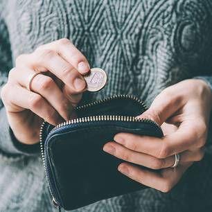 Was passiert, wenn wir ein Jahr lang aufhören Geld auszugeben und wirklich nur das Nötigste kaufen? Wir sparen unheimlich viel Geld und lernen eine Menge dazu!