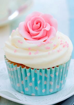 shabby chic cupcake for bridal shower