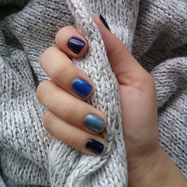 kolejna niebieska wariacja na paznokciach jakie kolory wy najbardziej lubicie swoich zycze udanego weekendu lakiery granatowy sally han moyou płyty do stemplowania co przykleić cyrkonie paznokci