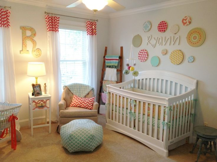 Embroidery hoops with fabric make a great gallery wall in the nursery!: Wall Art,  Cots, Crafts Rooms, Projects Nurseries, Baby Blankets, Cribs, Girls Nurseries, Nurseries Ideas, Baby Nurseries