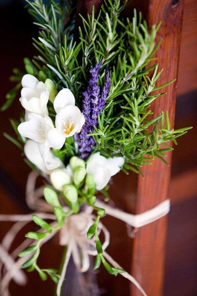 Composizioni floreali con lavanda - Composizione con lavanda e fiori bianchi