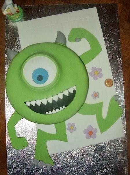 By Caroline of The Roli Poli Cake Company (featured on Cake Wrecks - Sunday Sweets)