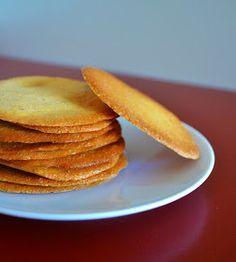 La scoperta di questi biscotti risale a qualche anno fa, più esattamente ad un viaggio in Val d'Aosta con la famiglia. Potrebbero assomig...