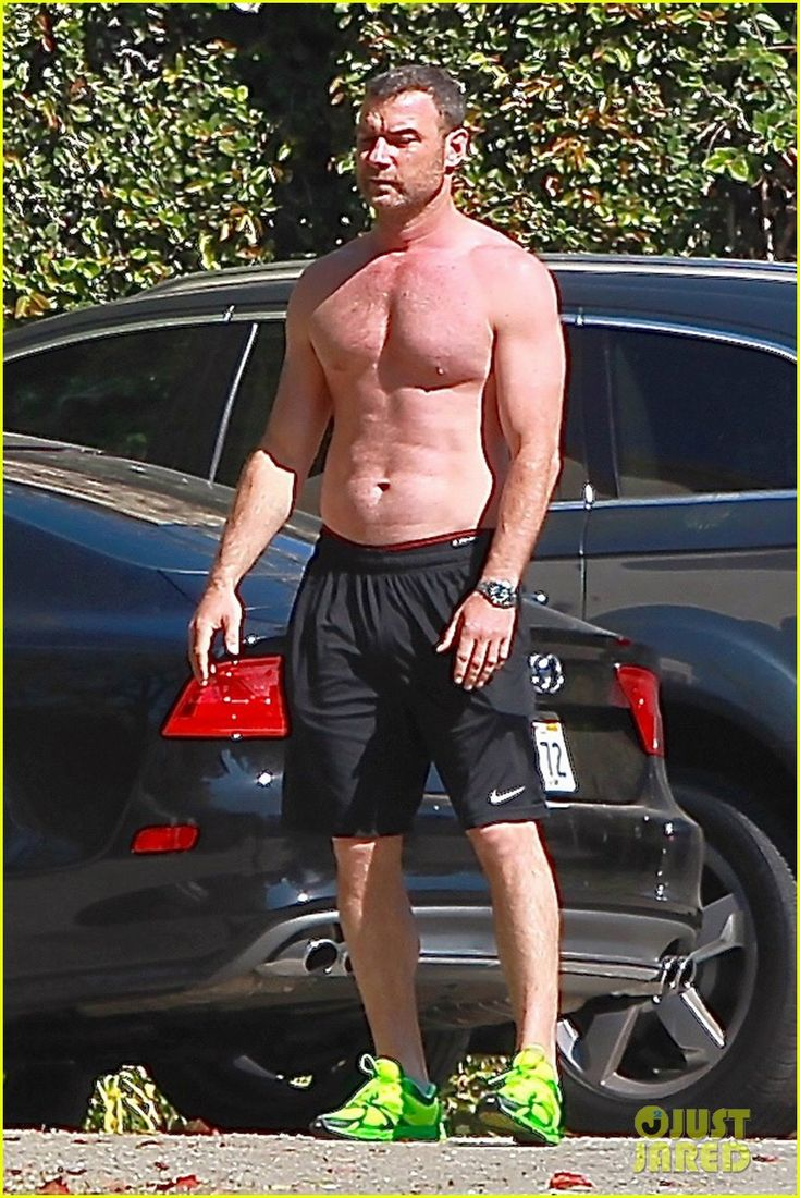 Liev Schreiber Shows Off His Shirtless 'Ray Donovan' Body | liev schreiber shows off his shirtless ray donovan body 05 - Photo