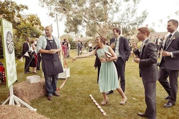 The best wedding lawn games. Read more - http://www.hummingheartstrings.de/?p=11463, Photo: Belinda McCarthy Photography