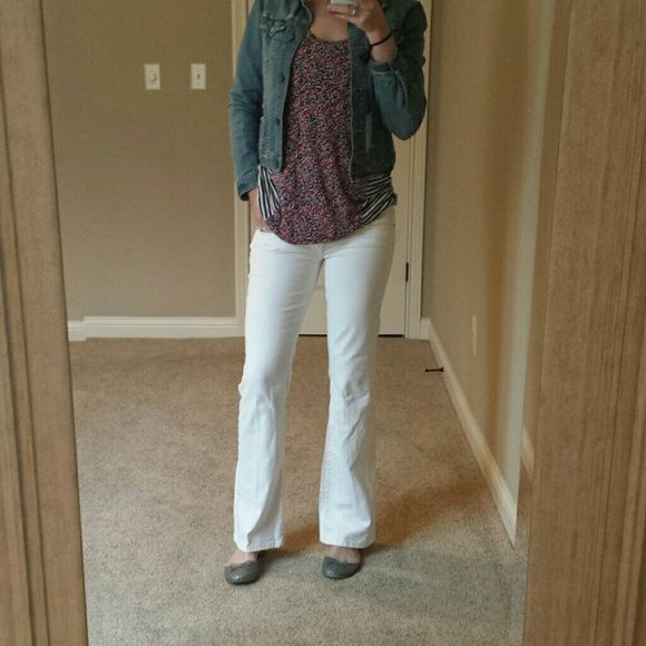 """White Bootcut Jeans American Eagle, crisp white, bootcut jeans. Size 6. Have a little stretch, so they're comfortable and hug your curves just right. I am 5'9"""" with long legs, and they are too short with any heel. (Wearing flats in picture). American Eagle Outfitters Jeans Boot Cut"""
