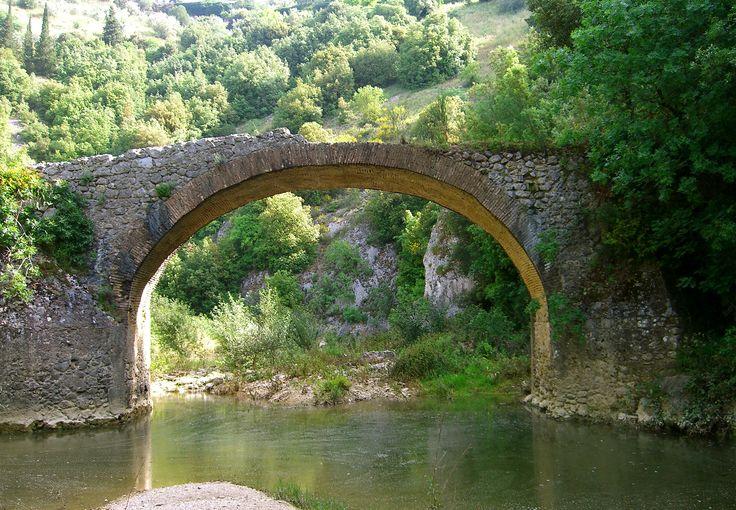Ponte medievale sul Rio Grande Amelia, Umbria