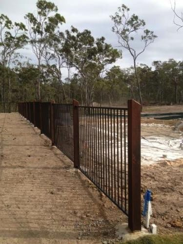 Aluminium Pool Fencing With Timber Posts.