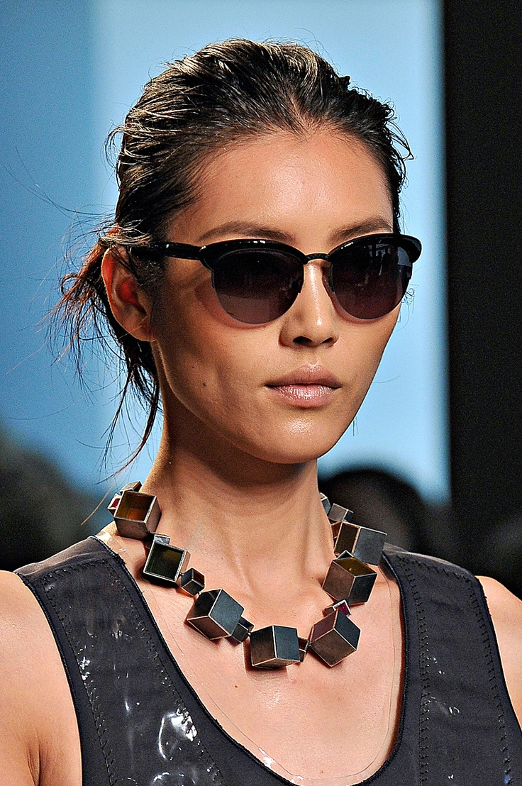 avantgarde necklace: Shades, Bottega Veneta, Clothes Accessories, Runway Jewelry, Avantgarde Necklace, Veneta Sunglasses, 2012 Bottega, Spring 2012