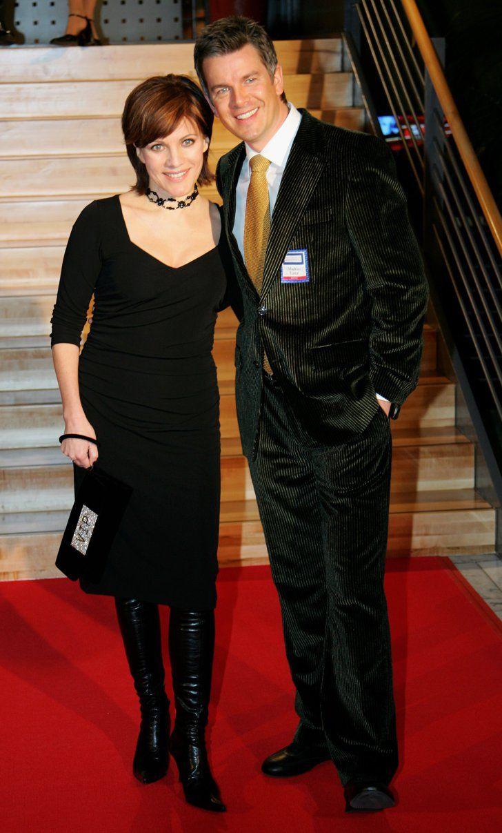 Pin for Later: Diese Frauen haben sich einen jüngeren Mann geschnappt Birgit Schrowange und Markus Lanz Altersunterschied: 11 Jahre Beziehungsstatus: Die beiden TV-Moderatoren waren von 1998 - 2006 miteinander liiert und haben einen gemeinsamen Sohn.