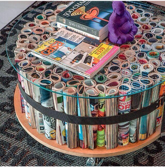 Bewaar veel tijdschriften en maak er een tafel van, glasplaat erop en klaar!