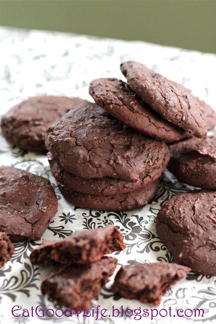 Eat Good 4 Life: Black bean chocolate chip cookies- Gluten Free. These totally taste like chocolate cookies but they are better for you!