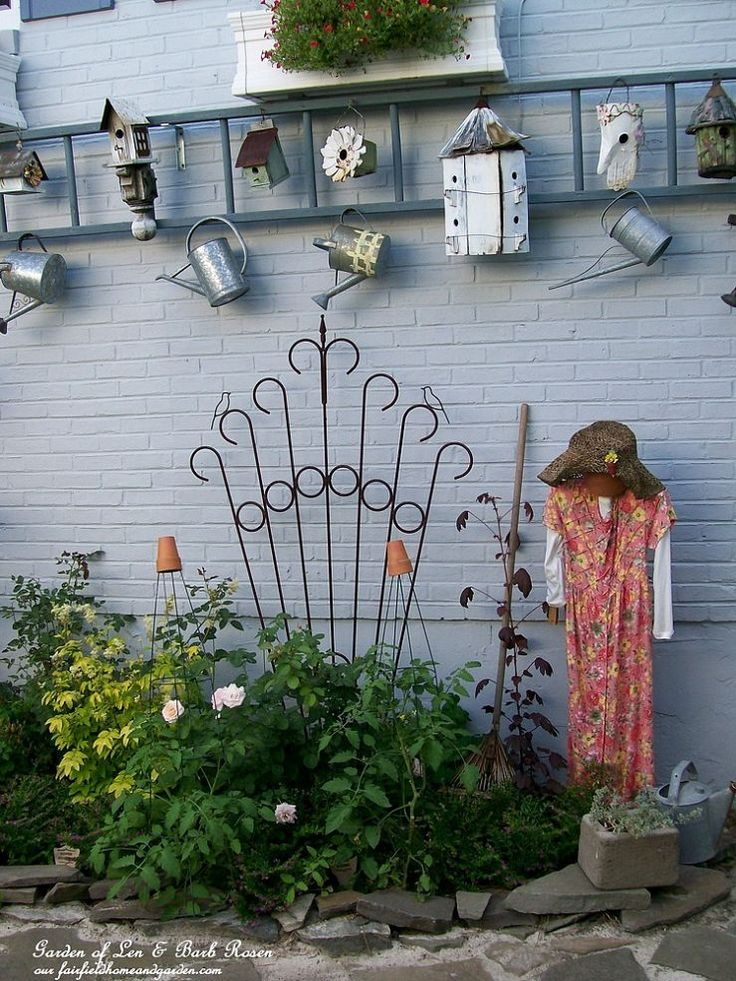 How to Use an Old Ladder for a Garden Display