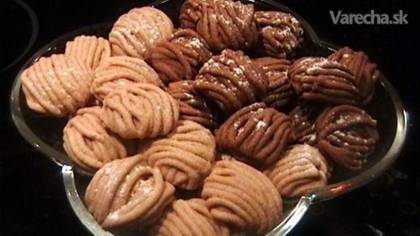 Výborných koláčikov na vianočné pečenie je tu neúrekom,ale ak by ste si ešte stále nevedeli vybrať,tak tu je ďalší recept na inšpiráciu.....